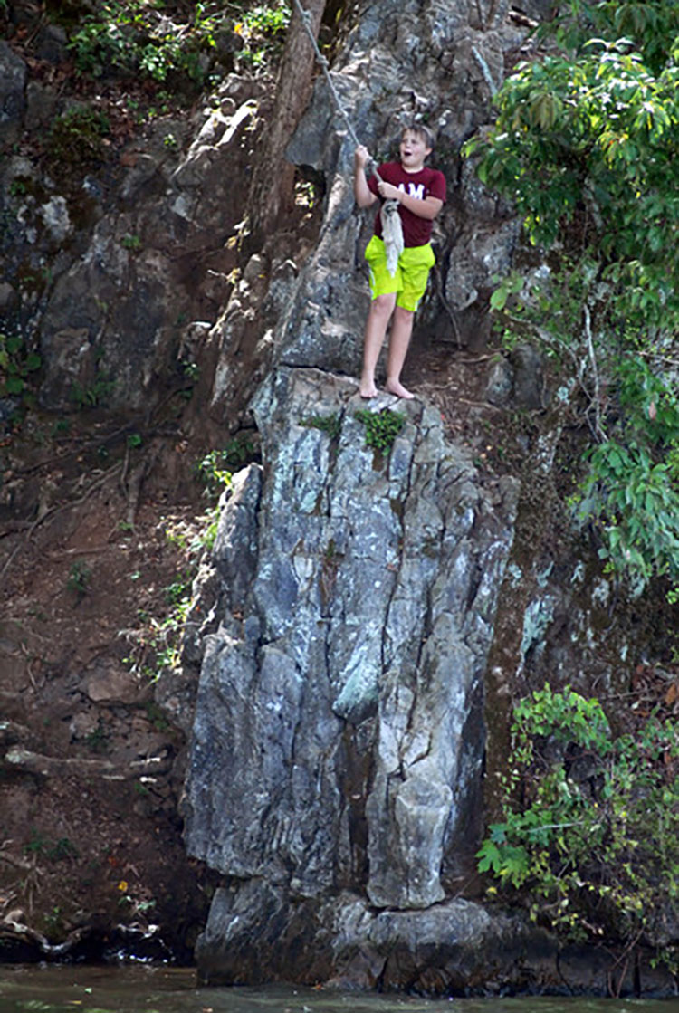 Rope-swing-on-The-Rocks